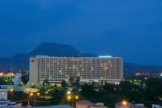 ترانسكورب هيلتون أبوجا: Hotel Exterior Night