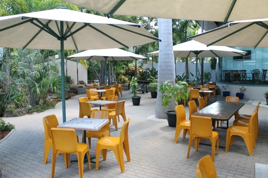 Capricorn Motel & Conference Centre: Outdoor Dining