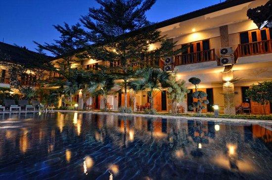 Taman Rosani Hotel & Villa: Building