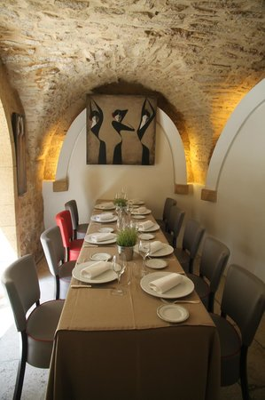 Photo of French Restaurant L'Amphitryon at Place Du 8 Mai 1945, Castillon-du-Gard 30210, France