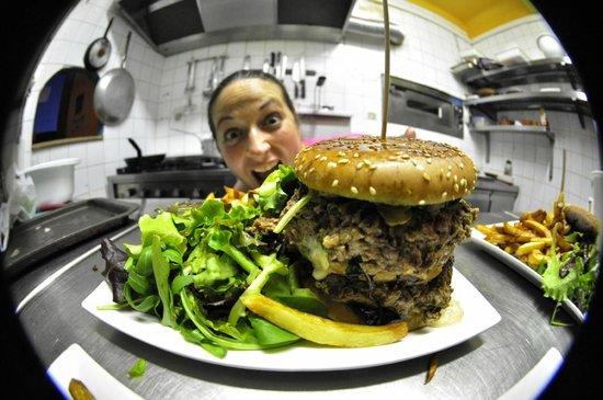 Le Pous Café : Un burger ? Et pourquoi, pas un Tatar'burger du jour !