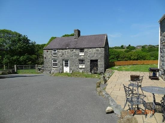 Rhos Country Cottages: Little storage building, at Hendre.