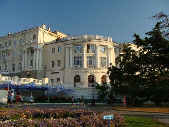 Best Western Sevastopol Hotel : Вид со стороны набережной Корнилова