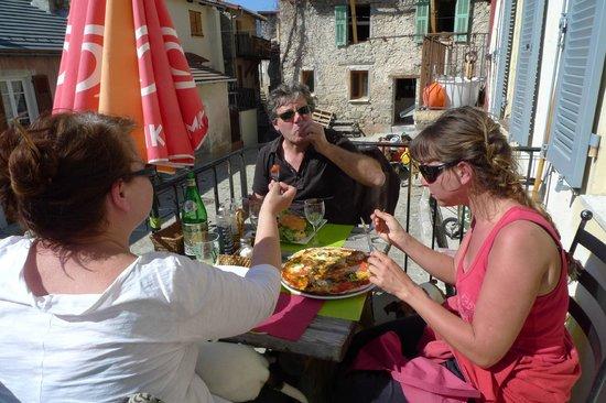 Le Pous Café : Moment de détente en famille...au soleil, évidemment !