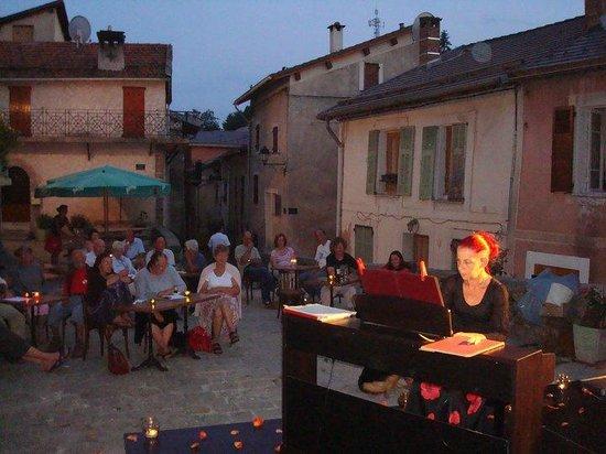 Le Pous Café : Concert de piano classique par Ann Simon-Debonne, en extérieur