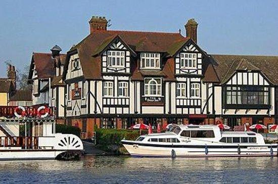Innkeeper's Lodge Norfolk Broads - Swan Inn: The Innkeeper's Lodge Norfolk Broads, Horning