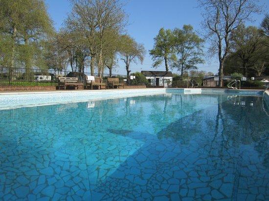 Spielplatz Naturist Club: Pool