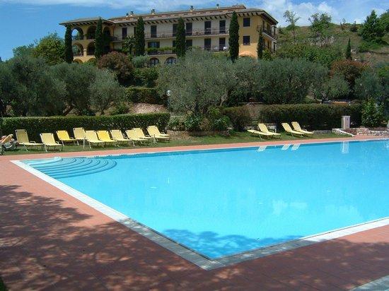San Michele Residence: Il Residence e la sua piscina