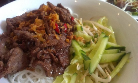 Nha Trang : Rice noodles with beef marinated with lemon grass and chili