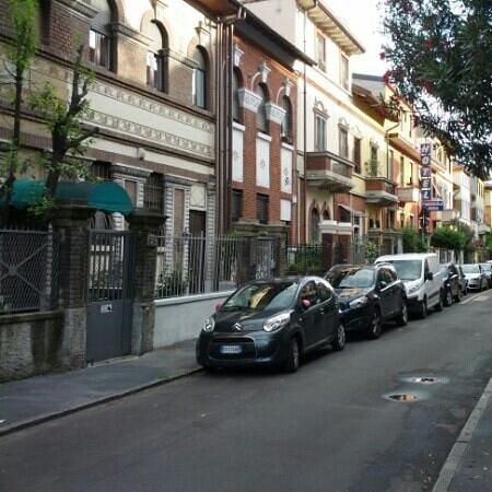Hotel Amendola Fiera : via in cui è situato l'albergo