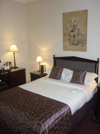 Hotel Royal Saint-Honore: Bett