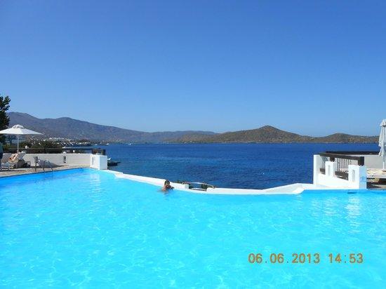 Tui Sensimar Elounda Village Resort & Spa by Aquila: Une des piscines de l'hôtel à l'eau de mer !