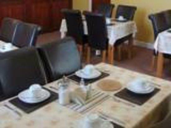 Brookfield Hotel: Breakfast lounge