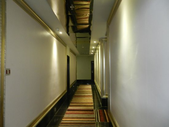 Arenaa Star Hotel: corridor