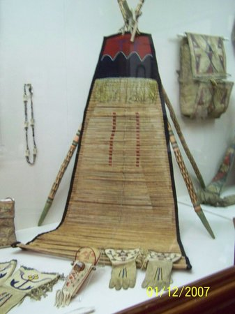C.M. Russell Museum: Indian artifact display