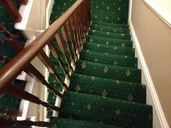 Classic Hyde Park Hotel: Ripide e strette scale senza ascensore