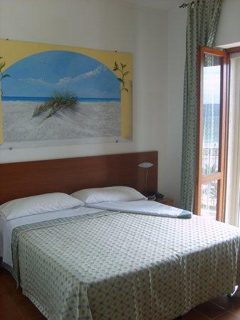 Hotel Il Gabbiano: La chambre
