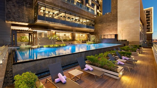 The Leela Ambience Convention Hotel, Delhi: Swimming Pool