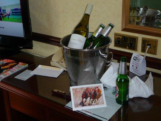 Newcastle Marriott Hotel Gosforth Park : Bucket of bottles!