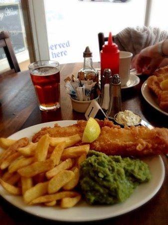 Capplemans Fish & Chips Restaurant : A very fine haddock, chips & mushy peas