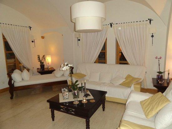 Ξενοδοχείο Ματίνα: гостиная возле ресепшена