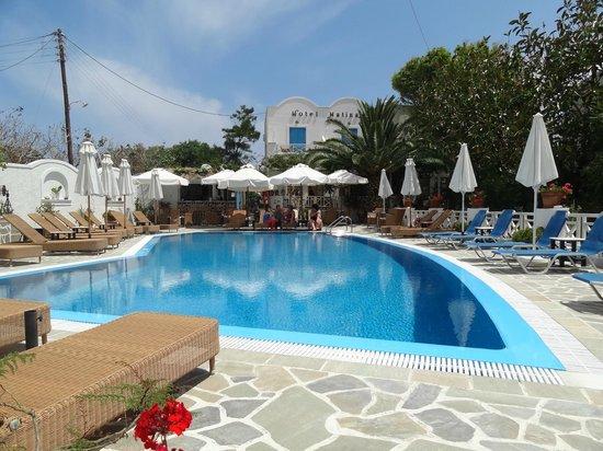 ماتينا: бассейн у отеля