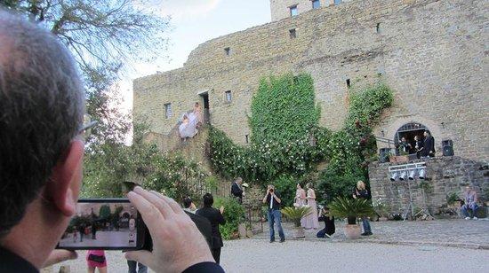 Castello di Rosciano: L'uscita della sposa