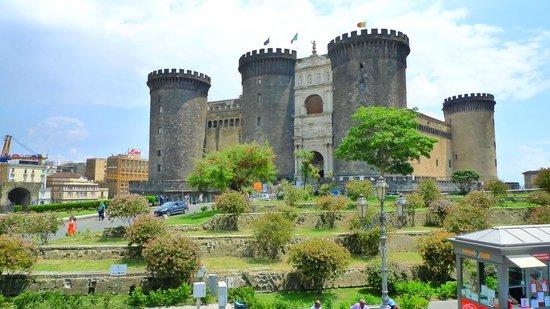Mercure Napoli Angioino Centro : Castel Nuovo