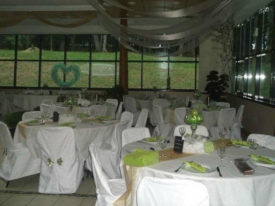 Louchy-Montfand, Francia: salle pour mariage