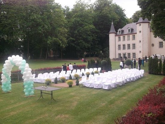 mariage en plein air photo de chateau de la motte louchy montfand tripadvisor. Black Bedroom Furniture Sets. Home Design Ideas