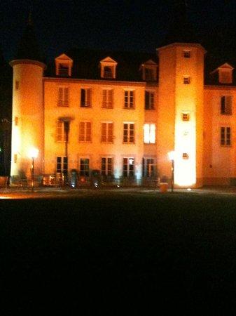 Louchy-Montfand, Francia: le château la nuit