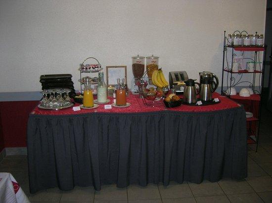 Louchy-Montfand, Francia: buffet de petit déjeuner