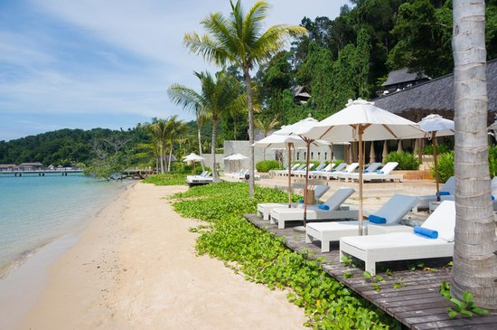 Gaya Island Resort: Beach