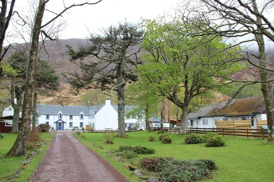 Hartfield House Applecross: Hostel sits to the right of the main farm house