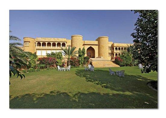 Hotel Rang Mahal : Front View