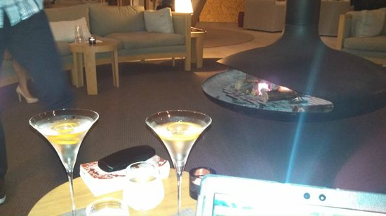 Southern Ocean Lodge: Vesper martinis served fireside