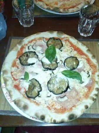 Pizzeria La Lanterna: pizza lella mmmm que buenaaaaaa