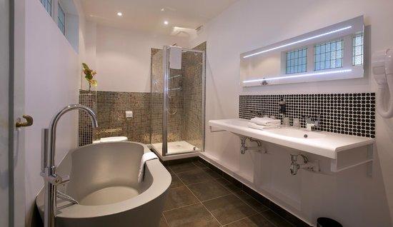 Grand Hotel de Tours: Salle de bain Supérieure