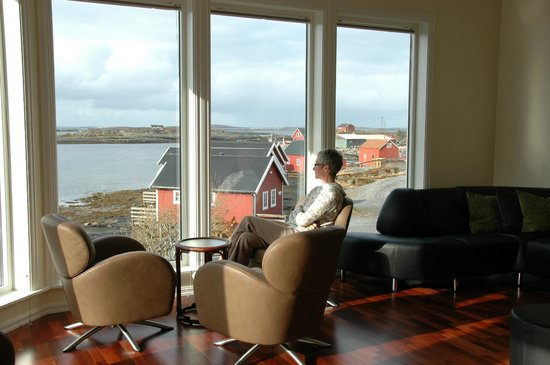 Lovund Hotell: View from the lounge. A good place to meditate.
