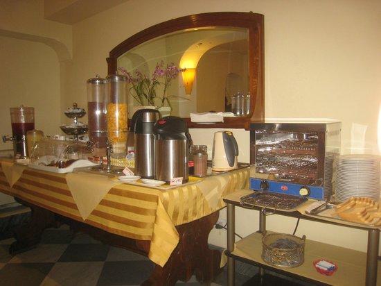 Hotel Novecento : Frühstücksbuffet im Frühstücksraum