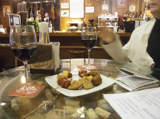 Taberna Las Botas: tasty nibbles with drinks to start with