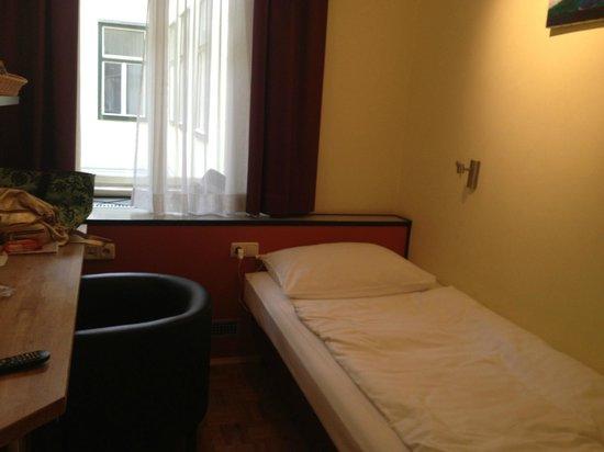 Westbahn Hotel: とにかく狭い
