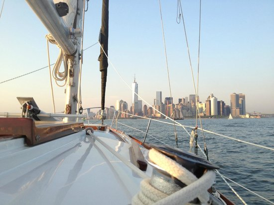 Tribeca Sailing : Heading back to NYC from the harbor