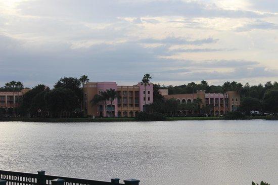 Disney's Coronado Springs Resort: hotel on lake