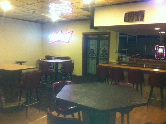 Resident Inn and Suites: Bar room