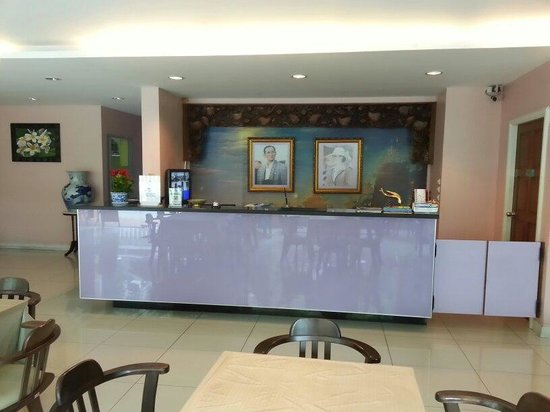 Vista Residence Bangkok: The reception counter.