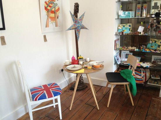 Artist Residence Cornwall : Breakfast table