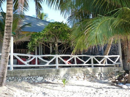 Lamai Inn 99: Vue de la chambre depuis la plage /Room View from the beach