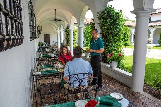Courtyard at Crane : Alfresco Dining