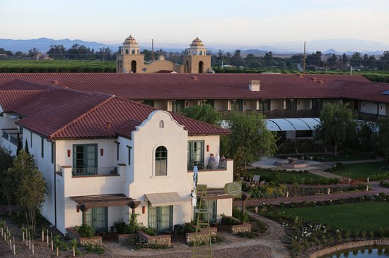 Ponte Vineyard Inn: photo taken from the hot air baloon ride. Kids loved it! Our room is the lower left corner.